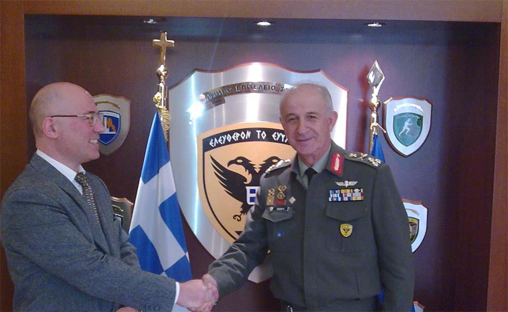 Ο Αρχηγός ΓΕΣ Αντγος Κωνσταντίνος Ζιαζιάς και ο Καθηγητής Θεόδωρος Λιόλιος στο ΓΕΣ