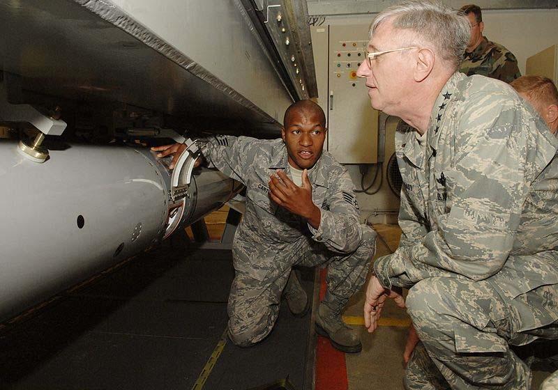 Πυρηνικά Όπλα Πυρηνική Βόμβα Άραξος B61 Β61